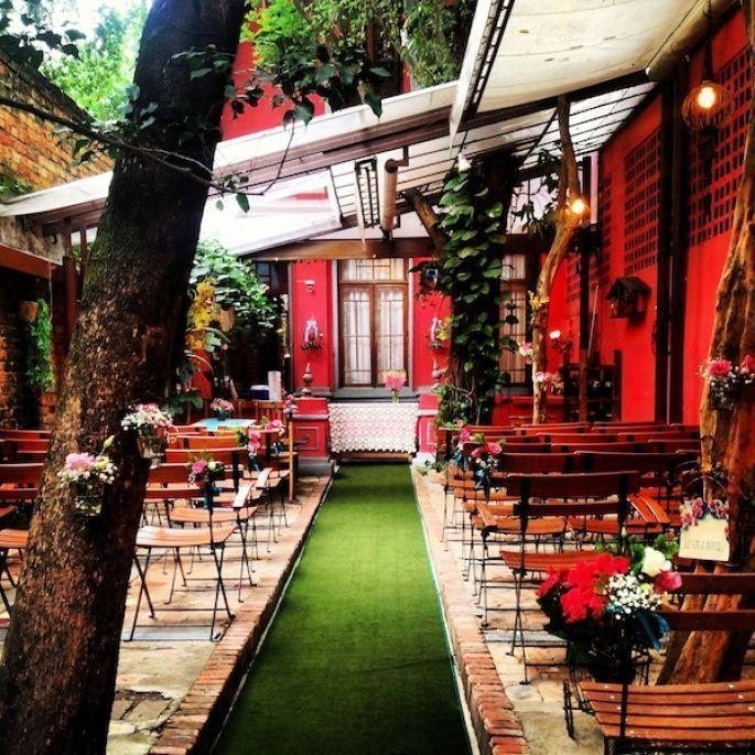 """Foto: Reprodução / <a href=""""http://www.zankyou.com.br/p/restaurante-quintal-seu-mini-wedding-em-sao-paulo-com-muito-charme-57694"""" target=""""_blank"""">Zank you</a>"""