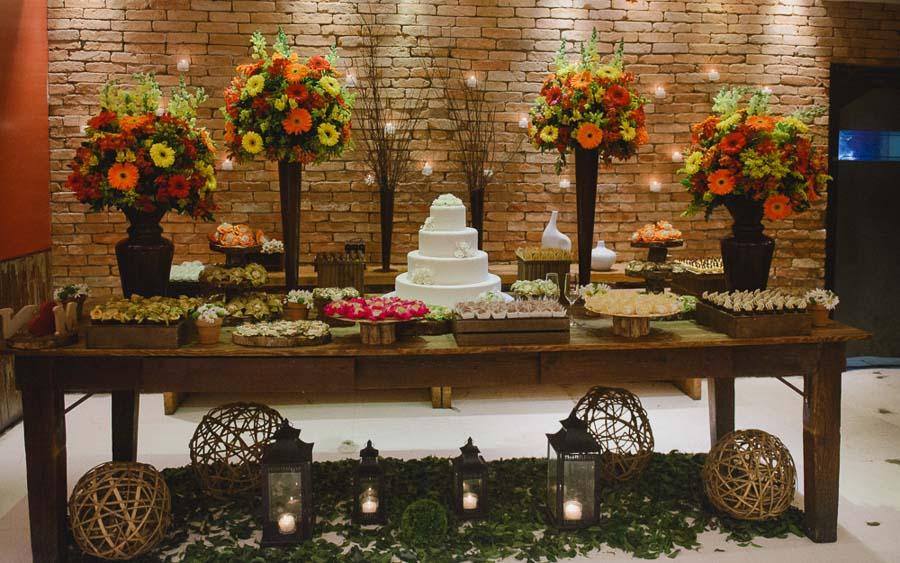 """Foto: Reprodução / <a href=""""http://brides.inspireblog.com.br/mini-wedding-em-restaurante-nancy-e-mauricio/"""" target=""""_blank"""">Brides</a>"""