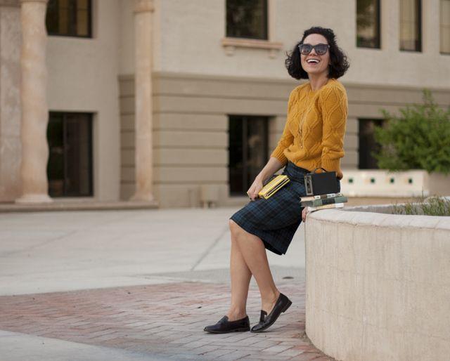 "Foto: Reprodução / <a href=""http://www.jordanapaige.com/blog/2014/10/how-to-style-a-pencil-skirt-this-fall.html#sthash.cnDB4337.dpbs"" target=""blank_"">Jordana Paige</a>"