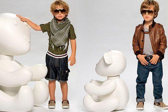 Para a temporada, meninos se vestem com atitude e estilo.