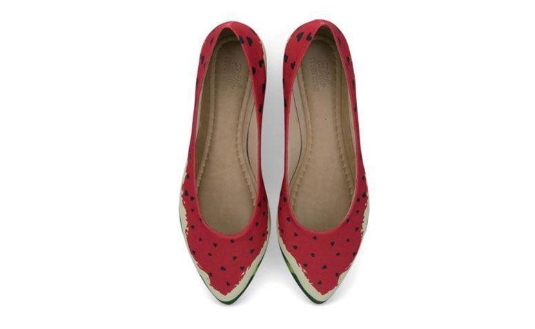"Sapatilha Melancia love por R$ 149,00 na <a href="" http://loja.estilomenina.com.br/sapatilhas-ilustradas-bico-fino/sapatilha-ilustrada-melancia-love-estilo-menina/ "" target=""_blank"">Estilo Menina</a>"