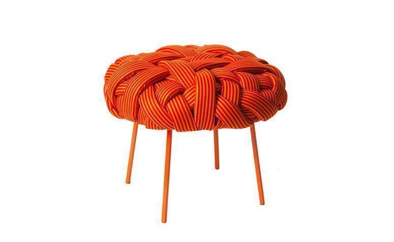 """Pufe Cloud por R$ 1.480,00 na <a href=""""http://www.muma.com.br/pufe-cloud-laranja-e-vermelho"""" target=""""_blank"""">Muma</a>"""