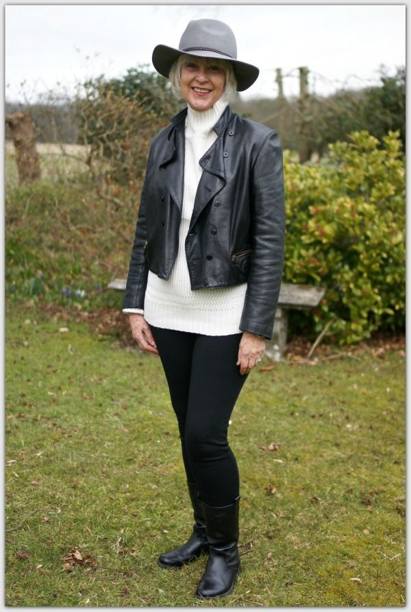 "Foto: Reprodução / <a href=""http://chicatanyage.com/freshen-up-your-wardrobe-with-cream-and-black/"" target=""_blank"">Chic at Any Age</a>"
