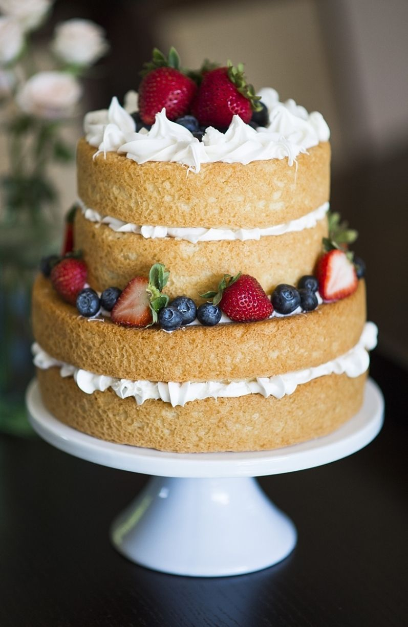 "Foto: Reprodução / <a href=""http://www.trishbarker.com/diy-wedding-tips-naked-cake/"" target=""_blank"">Thrish Baker</a>"