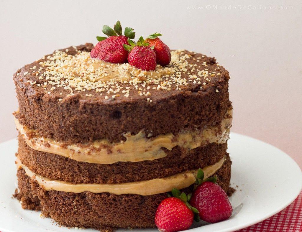 """Foto: Reprodução / <a href=""""http://www.omundodecaliope.com/2014/10/naked-cake-facil-diy.html"""" target=""""_blank"""">O mundo de Calíope</a>"""