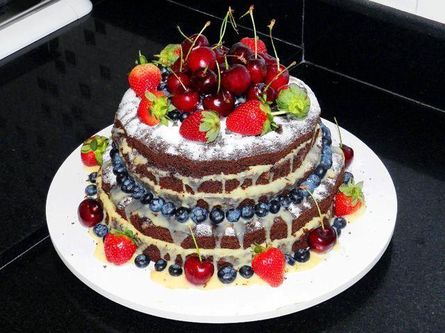"""Foto: Reprodução / <a href=""""http://www.gosteieagora.com/2013/08/16/como-fazer-o-naked-cake-bolo-rustico/"""" target=""""_blank"""">Gostei e agora?</a>"""