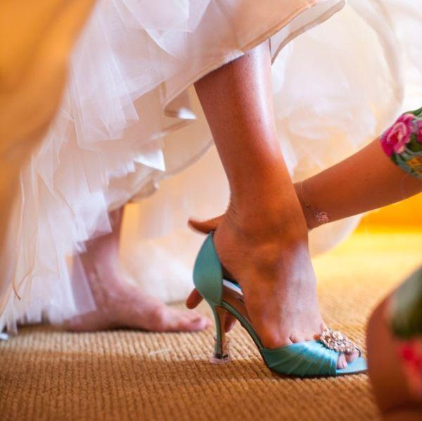 """Foto: Reprodução / <a href=""""http://www.elizabethannedesigns.com/blog/2013/04/23/elegant-pink-mauve-wedding/tiffany-blue-peep-toe-bridal-shoes/"""" target=""""_blank"""">Elizabeth Anne</a>"""