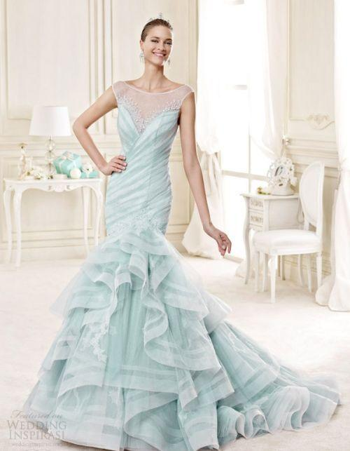 "Foto: Reprodução / <a href=""http://www.weddinginspirasi.com/2014/07/12/nicole-2015-wedding-dresses/"" target=""_blank"">Wedding Inspirasi</a>"