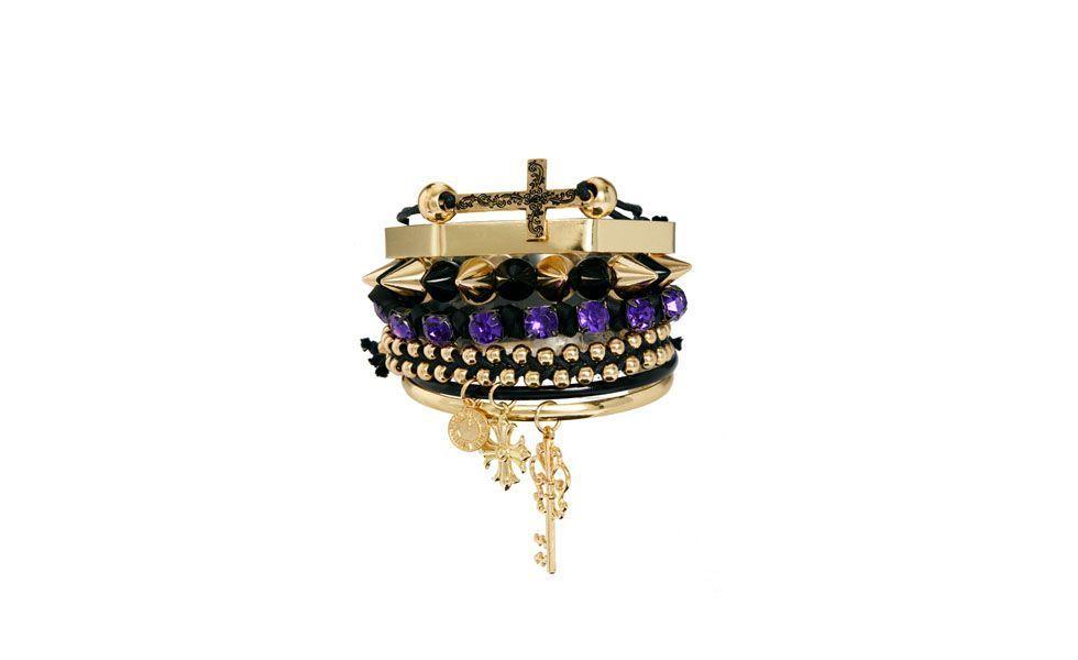 <p>Um bom conjunto de acessórios pode incrementar qualquer look, por isso escolha um mix de pulseiras neutras ou um maxi colar para deixar o visual mais elaborado. </p>