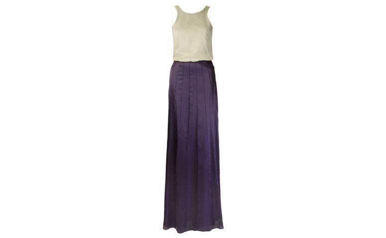 "Vestido longo com recortes para black tie por R$3.980 na <a href=""http://ad.zanox.com/ppc/?29469493C40749417&ULP=[[http://www.farfetch.com/br/shopping/women/emannuelle-junqueira-vestido-longo-com-recortes-item-10806028.aspx??utm_source=zanox&utm_medium=link&utm_campaign=deeplink_generator]]"" target=""_blank"">Farfetch</a>"