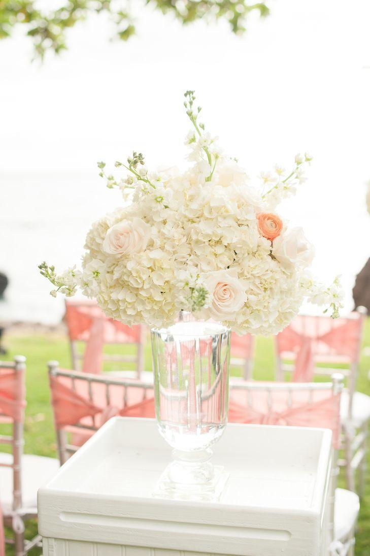 "Foto: Reprodução / <a href="" https://www.theknot.com/real-weddings/an-ivory-and-blush-elegant-wedding-at-kukahiko-estate-in-maui-hawaii-album?context=pink-albums&page=2"" target=""_blank"">The Knot</a>"