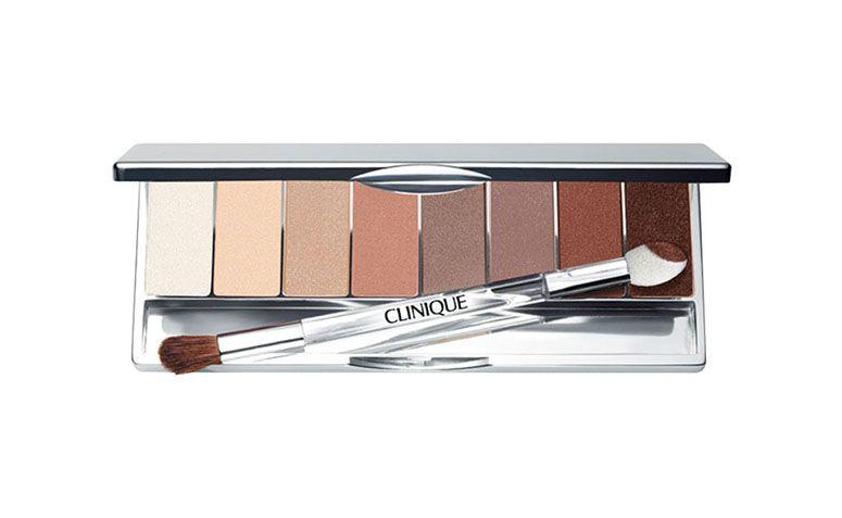 "Paleta Clinique All About Shadow 8 por R$189 na <a href=""http://www.belezanaweb.com.br/clinique/all-about-shadow-8-pan-palette-paleta-de-sombras/"" target=""blank_"">Beleza na Web</a>"