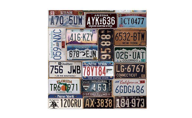 "Adesivo decorativo ""Old car plates"" (rolo) por R$ 59,90 na <a href=""http://www.adsiveshop.com.br/adesivo-decorativo-oldcarplates"" target=""_blank"">Adesive Shop</a>"