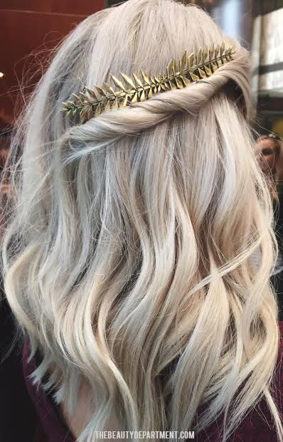 """Foto: Reprodução / <a href=""""http://thebeautydepartment.com/2015/11/newest-obsessions-long-combs/"""" target=""""_blank"""">The Beautiful Department</a>"""