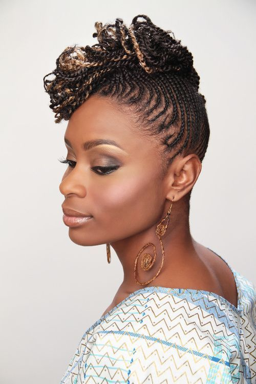 """Foto: Reprodução / <a href=""""http://hairstyllle.com/wp-content/uploads/2014/12/two-strand-twist-natural-hair-styles.jpg"""" target=""""_blank"""">Hairstyllle</a>"""