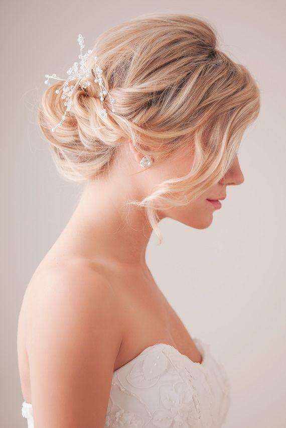 "Foto: Reprodução / <a href=""http://www.100layercake.com/blog/2013/05/24/bridal-hair-tutorial-2/"" target=""_blank"">100 Layer Cake</a>"
