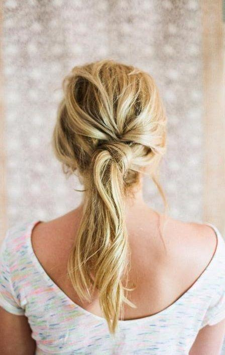 """Foto: Reprodução / <a href=""""http://hairstyleshowto.com/easy-twist-ponytail/"""" target=""""_blank"""">Hairstyles How To</a>"""