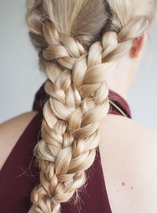 "Foto: Reprodução / <a href=""http://www.hairromance.com/2012/12/the-triple-braid-hairstyle-tutorial.html"" target=""_blank"">Hair Romance</a>"