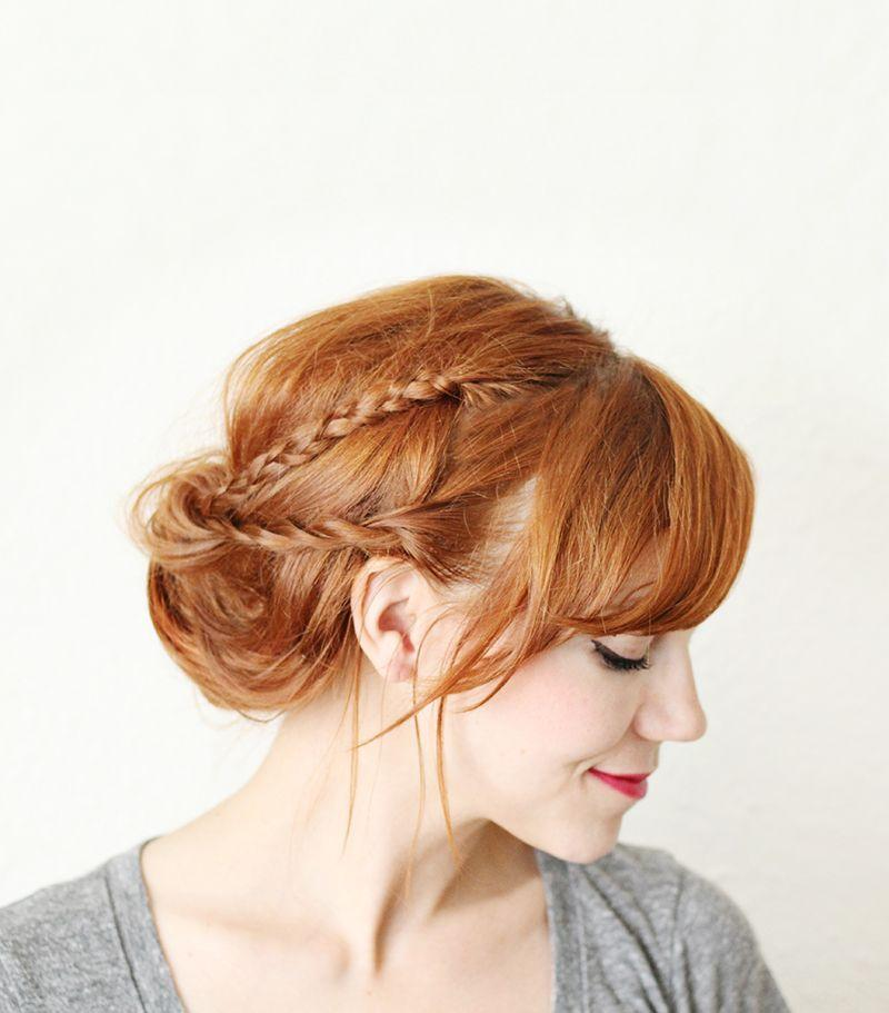 "Foto: Reprodução / <a href=""http://www.abeautifulmess.com/2013/08/braided-hair-tuck.html7"" target=""_blank"">A Beautiful Mess</a>"