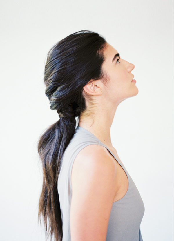 """Foto: Reprodução / <a href=""""http://www.oncewed.com/diy/diy-tousled-layered-ponytail/"""" target=""""_blank"""">Once Wed</a>"""