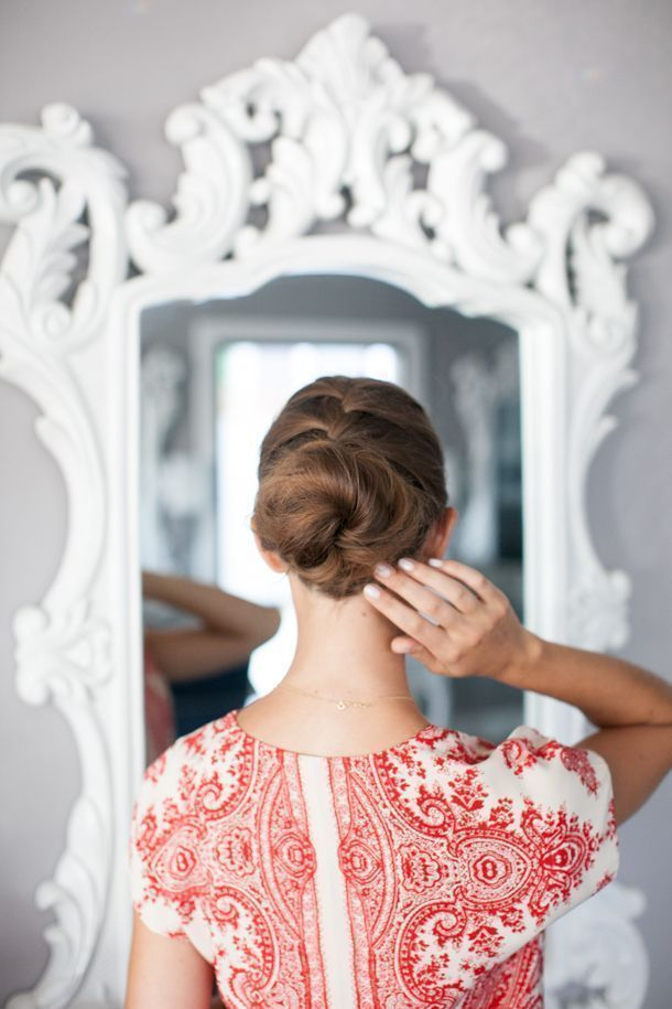 "Foto: Reprodução / <a href=""http://camillestyles.com/beauty-and-style/pretty-simple-french-braid-bun/"" target=""_blank"">Camille Styles</a>"