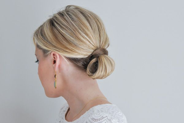 "Foto: Reprodução / <a href=""http://www.thesmallthingsblog.com/2013/01/the-loop-updo-hair-tutorial/"" target=""_blank""> The Small Things </a>"
