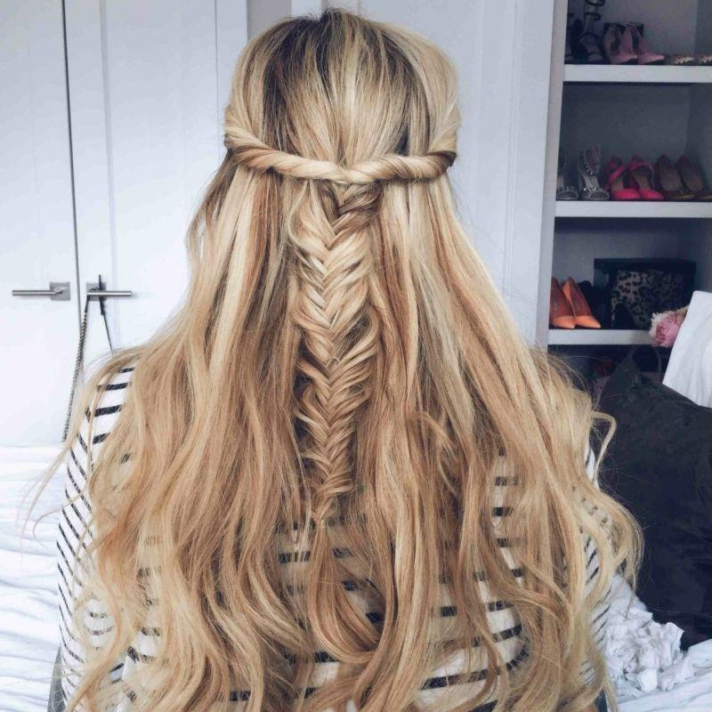 "Foto: Reprodução / <a href=""http://www.barefootblonde.com/2015/02/twisted-fishtail-tutorial/"" target=""_blank""> Bare foot blonde </a>"