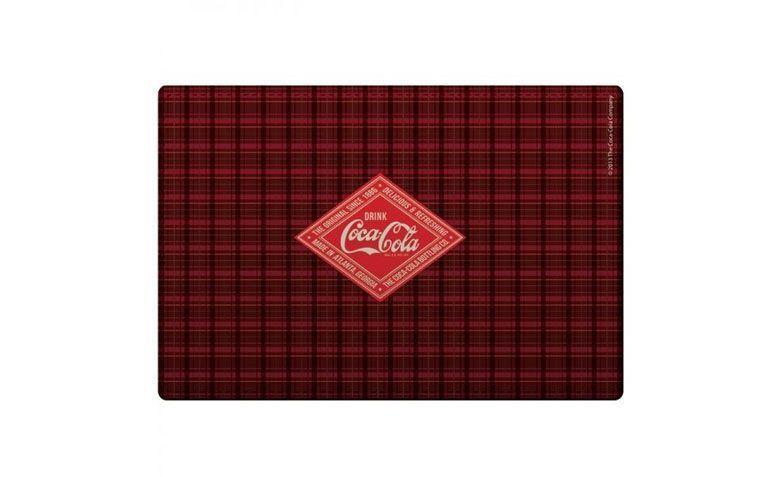 "Jogo americano Coca-Cola por R$39,90 na <a href=""http://www.lojatip.com.br/jogo-americano-e-porta-copos-coca-cola-xadrez"" target=""blank_"">Loja Tip</a>"