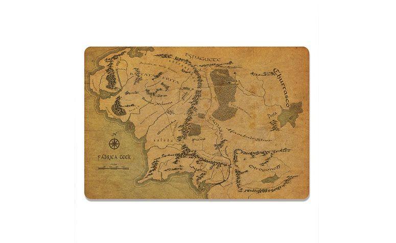 "Jogo americano mapa por R$36,90 na <a href=""http://www.casageek.com.br/br/jogos-americanos-geek-nerd/640-kit-jogo-americano-mapa.html"" target=""blank_"">Casa Geek</a>"