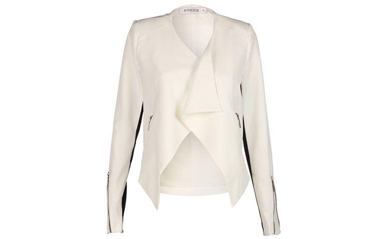 """Blazer branco Aftercolor por R$269,90 na <a href=""""http://www.e-closet.com.br/blazer-jaqueta/blazer-bicolor-off-white-aftercolor-22673.html#"""" target=""""blank_"""">E-Closet</a>"""