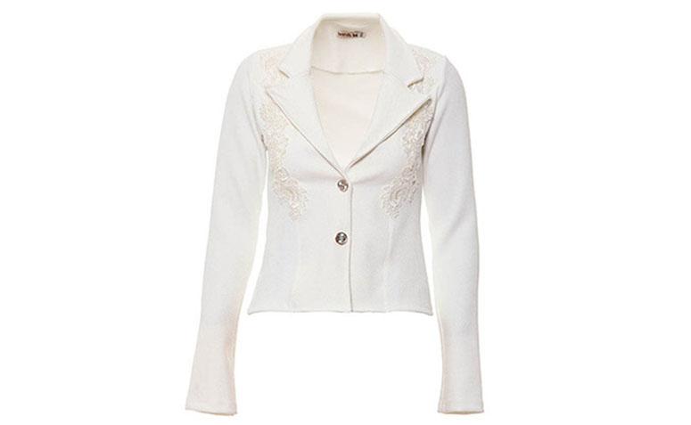 """Blazer branco Brenda Lee por R$129,99 na <a href=""""http://www.passarela.com.br/passarela/produto/blazer-com-detalhe-em-renda-feminino-brenda-lee-natural-6400878863-0"""" target=""""blank_"""">Passarela</a>"""