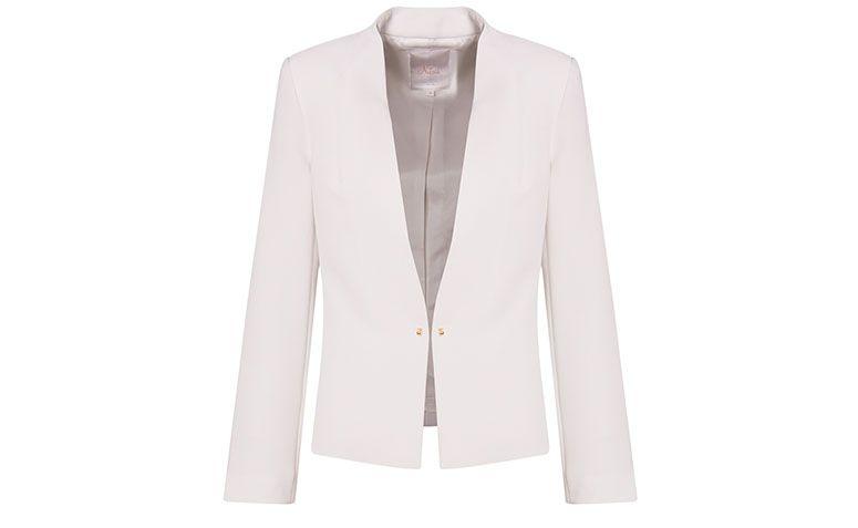 """Blazer branco Nutria por R$647 na <a href=""""http://www.capitollium.com.br/produto/nutria-spencer-crepe-recortes-sem-gola-branco-152285"""" target=""""blank_"""">Capitollium</a>"""