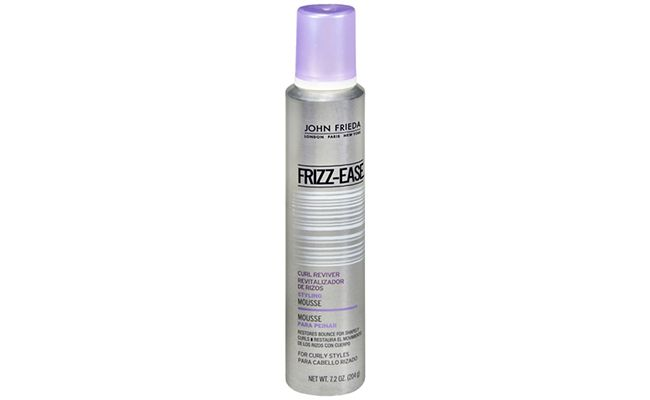 "Mousse John Frieda Take Charge por R$ 61,90 na <a href=""http://www.belezanaweb.com.br/john-frieda/john-frieda-frizzease-curl-reviver-styling-mousse-mousse-para-cachos-204g/"" target=""_blank"">Beleza na Web</a>"