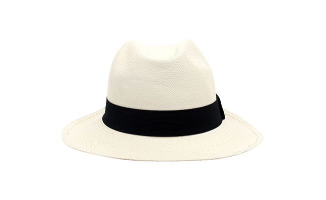 "Chapéu Panamá Aba Chapéus por R$194 na <a href=""http://www.e-closet.com.br/item/chap-u-panam-cl-ssico-branco-aba-chap-us-10123.html"" target=""blank_"">E-Closet</a>"