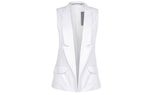 """Colete alfaiataria Espaço Fashion por R$223,30 na <a href=""""http://www.glamour.com.br/colete-espaco-fashion-sem-abotoamento-branco-191693/p"""" target=""""blank_"""">Glamour</a>"""
