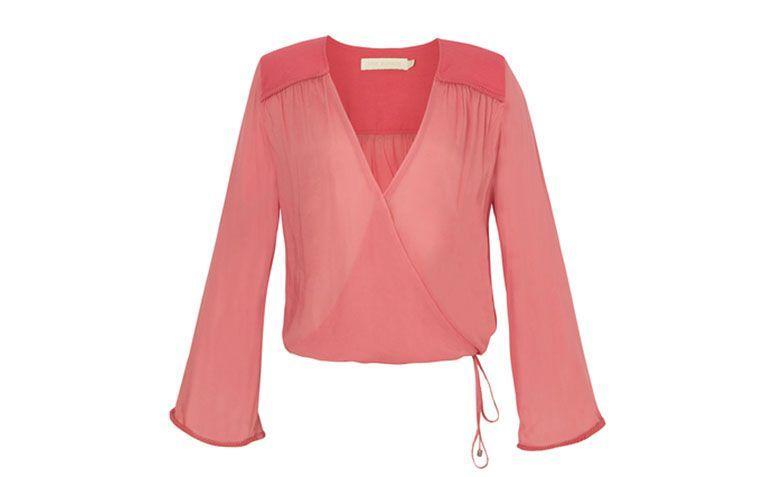 """Camisa com decote profundo Cris Barros por R$515 na <a href=""""http://oqvestir.com.br/camisa-isa-cris-barros.html?new=1"""" target=""""blank_"""">Oqvestir</a>"""