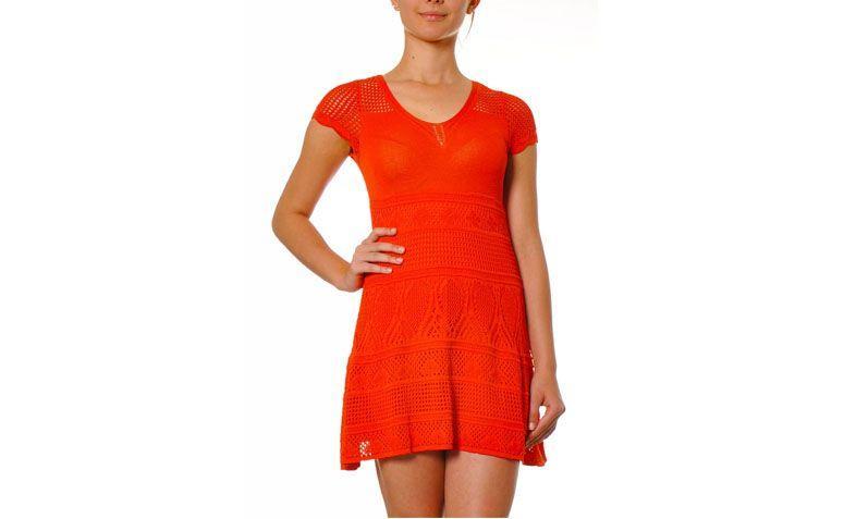 "Vestido laranja por R$228 na <a href=""http://www.galeriatricot.com.br/vestido-croche-ombro-furadinho-laranja/p"" target=""blank_"">Galeria Tricot</a>"