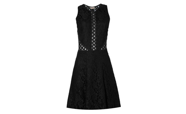 "Vestido de renda curto preto Rosa Chá por R$399 na <a href=""http://www.oqvestir.com.br/vestido-rosa-cha-renda-preto.html?new=1"" target=""blank_"">Oqvestir</a>"