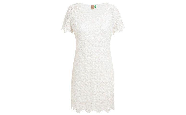 "Vestido de renda curto branco Farm por R$209 na <a href=""http://www.oqvestir.com.br/vestido-farm-renda-off-white.html?new=1"" target=""blank_"">Oqvestir</a>"