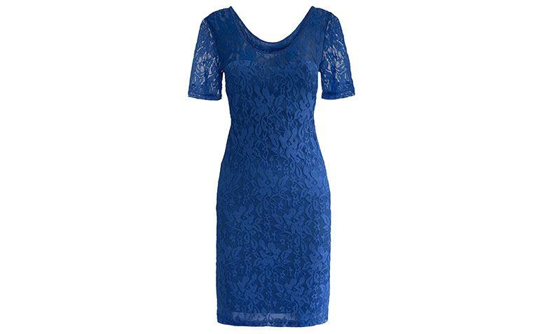 """Vestido de renda curto com manga azul por R$119 na <a href=""""http://www.bonprix.com.br/produto/vestido-de-malha-com-renda-azul-royal-2317203/#image"""" target=""""blank_"""">Bon Prix</a>"""