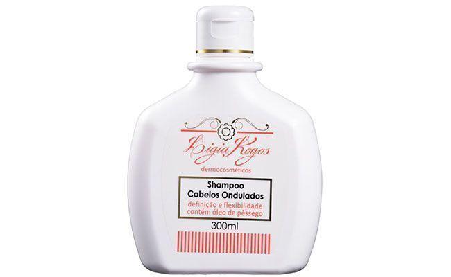 """Shampoo para cabelos ondulados Ligia Kogos por R$30,90 na <a href=""""http://www.belezanaweb.com.br/ligia-kogos/ligia-kogos-shampoo-cabelos-ondulados-shampoo-300ml/#"""" target=""""blank_"""">Beleza na Web</a>"""