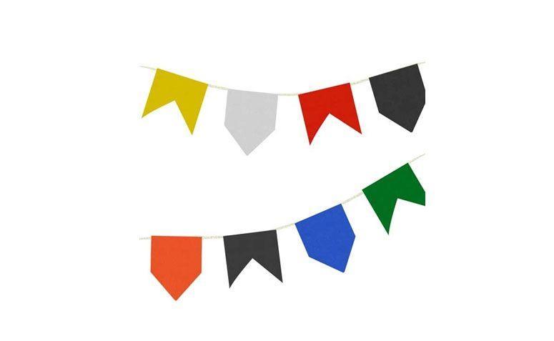 """Bandeirinhas de papel seda – 20 metros por R$ 8,90 no <a href=""""http://www.festabox.com.br/produto/16753/bandeirinhas+de+papel+festa+junina+20+metros+camp+festas"""" target=""""_blank""""> Festa Box </a>"""