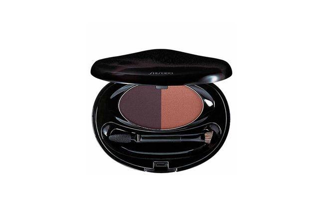 """Duo Eyebrow & Eyeliner Compact de Shiseido por R$204,90 no <a href=""""http://www.belezanaweb.com.br/shiseido/eyebrow-e-eyeliner-compact-deep-brown-duo-sombra-e-delineador/"""" target=""""_blank"""">Beleza na Web</a>"""