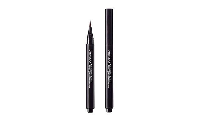 """Delineador Shiseido por R$168,90 na <a href=""""http://www.dafiti.com.br/Automatic-Shiseido-Fine-Eyeliner-BR602-1407015.html"""" target=""""blank_"""">Dafiti</a>"""