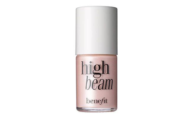 """Iluminador High Bean Benefit por R$129 na <a href=""""http://www.sephora.com.br/benefit-cosmetics/maquiagem/face/iluminador-high-beam-11612"""" target=""""blank_"""">Sephora</a>"""