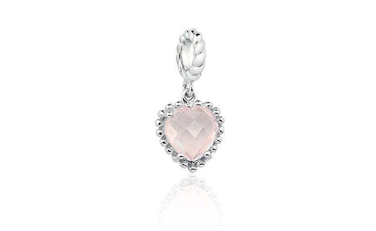 """Pingente de coração em quartzo rosa por R$170 na <a href=""""http://www.vivara.com.br/produto/pingente-coracao-quartzo-rosa-life/EL00001741"""" target=""""blank_"""">Vivara</a>"""
