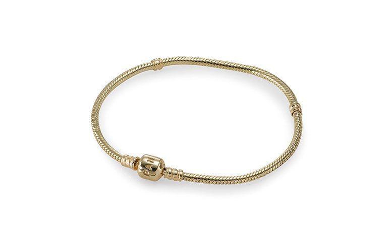"""Pulseira de ouro por R$6.050 na <a href=""""https://www.pandorajoias.com.br/prod/bracelete-de-ouro_550702.html?v=550702-19&bread=468357"""" target=""""blank_"""">Pandora</a>"""