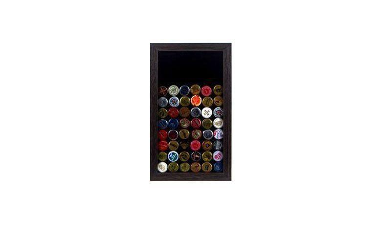 """Quadro decorativo porta tampinhas de cerveja por R$129,90 na <a href=""""http://www.lojatip.com.br/quadro-decorativo-porta-tampinhas-de-cerveja-colecionador"""" target=""""blank_"""">Loja Tip</a>"""