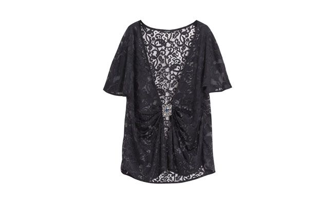 "Túnica quimono por R$199,50 na <a href=""http://shoponline.letage.com.br/produto/1639719/tunica-kimono-totia"" target=""_blank"">Shop On Line</a>"