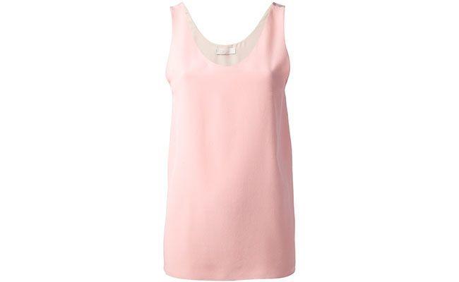 """Regata Chloé por R$1.980 na <a href=""""http://www.farfetch.com/br/shopping/women/chloe-classic-vest-item-10587177.aspx?storeid=9462&ffref=lp_25_"""" target=""""blank_"""">Farfetch</a>"""